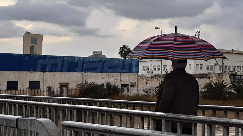 الأمطار تغرق شوارع العاصمة.. وتعزل عدة مناطق