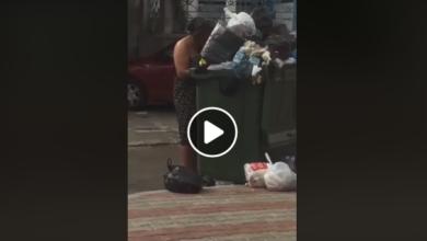 بالفيديو  هاذا اليوم في حلق الواد إمرأة شبه عارية تأكل المقرونة من القمامة
