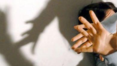 المنيهلة امرأة تعذّب طفلتها حتى الموت