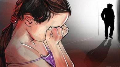 فظيع طفلة الأربع سنوات تتعرض لاعتداء جنسي على يد جار العائلة