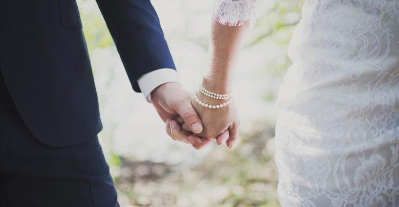 في يوم الزفاف أم تكتشف أن زوجة ابنها هي أخته المفقودة