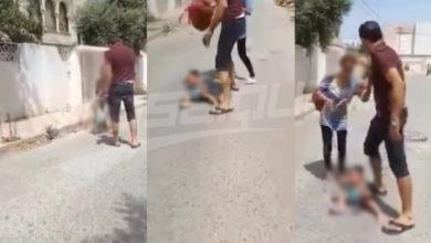 فيديو صادم لتعنيف رضيعة مندوب الطفولة والشرطة العدلية على الخط